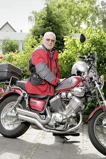 Als der 76-jährige Georg Mauderer sich seine erste Maschine kaufte war er Mitte 50. Warum? »Ich hatte eine Baufirma, und unser Lieferant für Sägeblätter kam immer auf dem Motorrad. Der Mann war an die 75. Das hat mir imponiert.« Foto: Mile Cindric