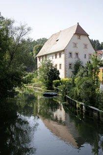 Velden ist ein kleiner, idyllischer Ort mit vielen historischen Kleinoden, wie etwa dem Pfarrhaus aus dem 18. Jahrhundert. Foto: Mile Cindric