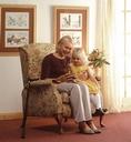 So stellt man es sich vor: Im gepflegten Eigenheim mit den Enkeln spielen.