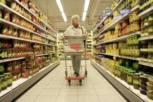 Beim Einkaufen ärgern sich viele über das Kleingedruckte auf den Verpackungen. Eine Aktion will das jetzt ändern. Foto: epd
