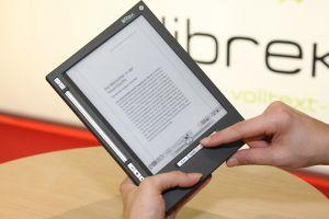 Es ist ein weitverbreitetes Vorurteil, dass das Lesen auf einem E-Book oder Tablet-PC schwerer fällt. Tatsächlich verhält es sich umgekehrt.  Foto: epd