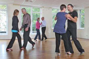 Tanzen wirkt bei Parkinson-Patienten wie eine Therapie. Foto:epd