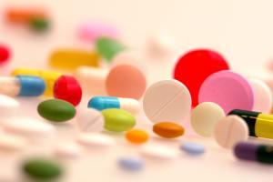 Ein bunter Mix an Medikamenten - ist natürlich nicht immer gesund. Foto: epd