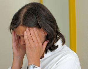 Schmerz lass' nach - konsequente Therapien fehlen leider immer noch oft. Foto: epd