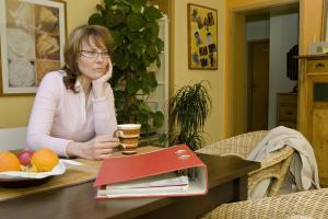 wie man sich gegen mieterh hungen wehren kann sechs sechzig. Black Bedroom Furniture Sets. Home Design Ideas