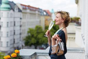 Bis zu 50 Prozent des Übernachtungspreises kann man mit Hotelgutscheinen sparen - eine schöne Geschenkidee. Foto: Fotolia/Animod/akz-o