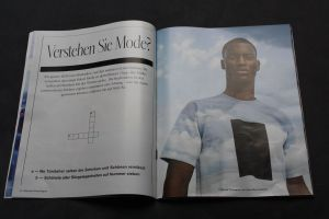 Das SZ Magazin kombiniert Modefotos mit Kreuzworträtsel. Foto: Nossek-Bock