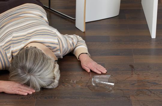Fußboden Erhöhen ~ Fußboden erkennt wenn senioren stürzen sechs sechzig