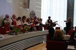 Wer wird künftig im Erlanger Rathaus den Ton angeben? Die OB Kandidaten stellten sich den Senioren vor. Foto: Petra Nossek-Bock