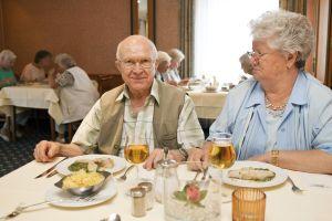 Mit einem Siegel soll die Seniorenfreundlichkeit von Hotels geprüft werden. Foto: epd
