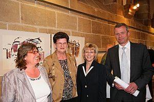 Empfang im Rathaus bei Ulrich Maly (rechts),, ObB von Nürnberg, anlässlich des 10-jährigen Jubiläums im Jahr 2010. Vom Magazin sechs+sechzig: Petra Nossek-Bock (1. Vorsitzende, links), Elke Graßer-Reitzner (stellvertr. Vorsitzende, dritte von links) und Schirmfrau Ingrid Mielenz (zweite von links).