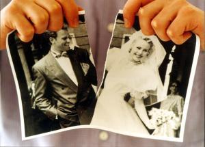 Meistens reichen Frauen den Scheidungsantrag ein. Foto: epd