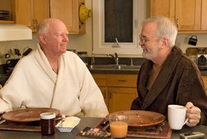 Gemeinsam alt werden – das wollen auch schwule Paare. Doch manchmal führt kein Weg am Heim vorbei. Foto: EJ White – Fotolia.com