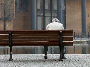 Im Alter ist der Gang zum Amt immer öfter unausweichlich. Foto: epd