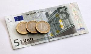 25 Millarden Euro gab die öffentliche Hand 2013 für diejenigen aus, die auf jeden Euro angewiesen sind. Foto: epd