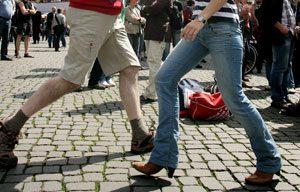 Nicht jedes Tänzchen ist frei von Hintergedanken - wie die Polizei jetzt häufiger bemerken musste. Foto: epd