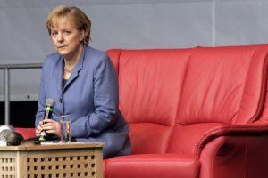 Warum so misstrauisch, Frau Merkel? Auf dem Seniorentag werden Sie mit offenen Armen empfangen. Foto: epd