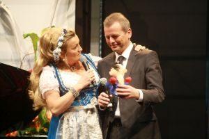 Kabarettistin Karin Engelhard ist ein großer Fans von Nürnbergs Oberbürgermeister Ulrich Maly. Foto:  Petra Nossek-Bock