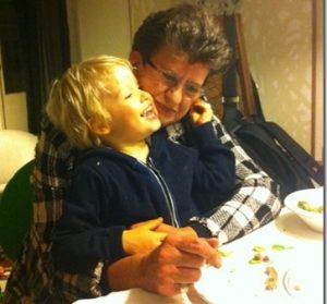 Enkel-Bloggerin Ingrid Mielenz  hier mit ihrem jüngsten Enkel gab ein Interview im Kölner Stadtanzeiger. Foto: privat