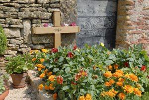 Soviel 'Grabpflege muss nicht mehr sein, meint die Jenseite. Foto. epd