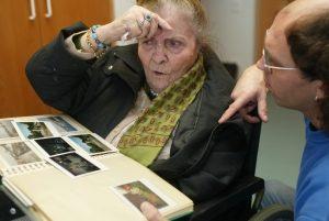 Senioren, die als Gastarbeiter nach Deutschland kamen, sollten sich ehrenamtlich engagieren, regt die BAgso an. Foto: epd