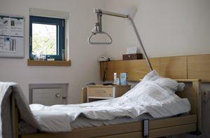 Patientenzimmer im Palliativzentrum der Uniklinik Koeln, einer Einrichtung, die todkranke Menschen beim Sterben begleitet (Foto vom 23.01.15). Nur 15 Prozent der bundesweit rund 2.000 Krankenhaeuser verfuegen ueber eine Palliativstation.