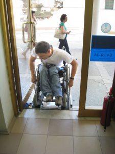 Hürdenlauf für Behinderte. Foto: epd