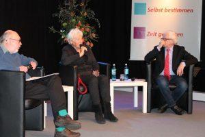 Diskussion zur Ruhe im Ruhestand mit Herbert Heinzelmann, Renate Schmidt und Reimer Gronemeyer. Foto: Rainer Büschel