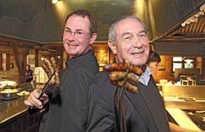 Der Nürnberger »Bratwurstkönig« Werner Behringer (rechts) und sein Sohn Kai sind beide in der Gastronomie tätig. Für gemeinsame Hobbys nehmen sie sich dennoch Zeit. Foto: Michael Matejka