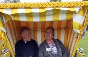 Urlaub machen ohne Koffer packen - eine Idee in Bremerhaven, bei der Ältere jeden Tag unterwegs sind, sich begegnen und abends im eigenen Bett einschlafen. Foto: epd-bild / epd Niedersachsen-B