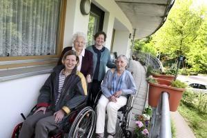 Senioren-WG ist das eine, Seniorengenossenschaft das andere mit ungleich mehr Möglichkeiten der gegenseitigen Unterstützung. Foto: epd / Juergen Blume