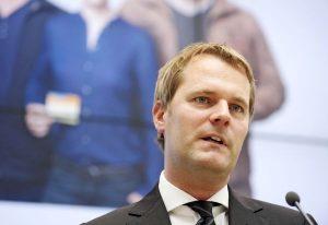Daniel Bahr, Ex-Gesundheitsminister stellt sich in Nürnberg den Fragen zu einer wirksamen Altersvorsorge. Foto: epd
