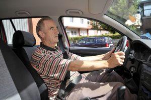 Auch wer schlecht oder gar nicht hört, darf Auto fahren. Foto: epd