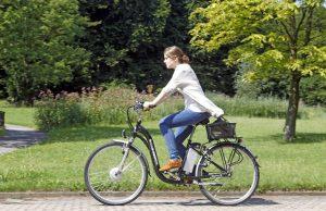 Wer ein Elektrorad fährt, hat hohe Ansprüche: Schließlich hat er dafür meist so viel bezahlt wie für einen Motorroller. Foto: epd