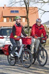 Zur eigenen Sicherheit sollten Pedelec-Fahrer immer einen Helm tragen. Pflicht ist das aber nicht.<br /> Foto: djd/HDI