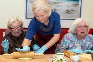 In Senioren-Wohnparks wird großer Wert auf viele gemeinschaftliche Aktivitäten gelegt. Foto: djd/Sputnik PR