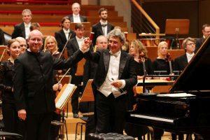 Oliver Triendl, Solist Klavier (links) und Aldo Sisillo, Dirigent (rechts).