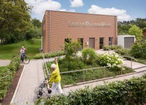 Modernes Innenleben zeichnet das altersgerechte Haus aus. Foto: Jürgen Lippert/Robert Bosch Stiftung,