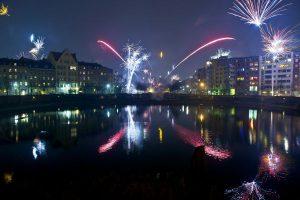 Feuerwerk in der Silvesternacht in Berlin-Kreuzberg. Foto: epd
